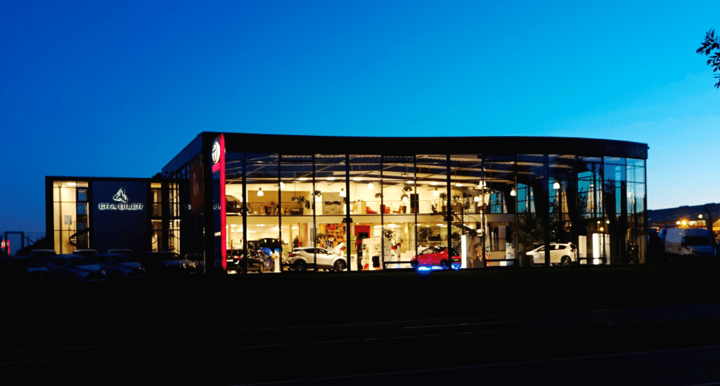 RA BILER - Toyota bilhus i Hillerød